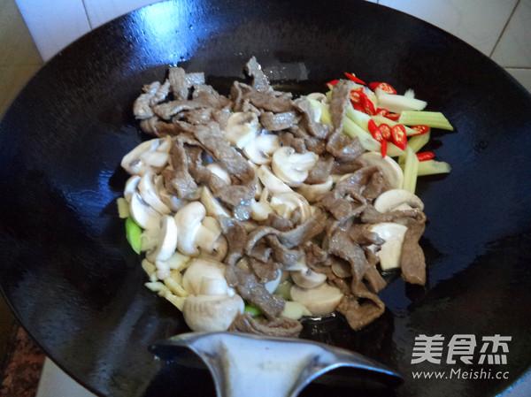蘑菇炒牛肉怎么做