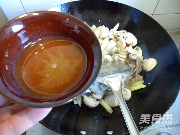 蘑菇炒牛肉怎么炒