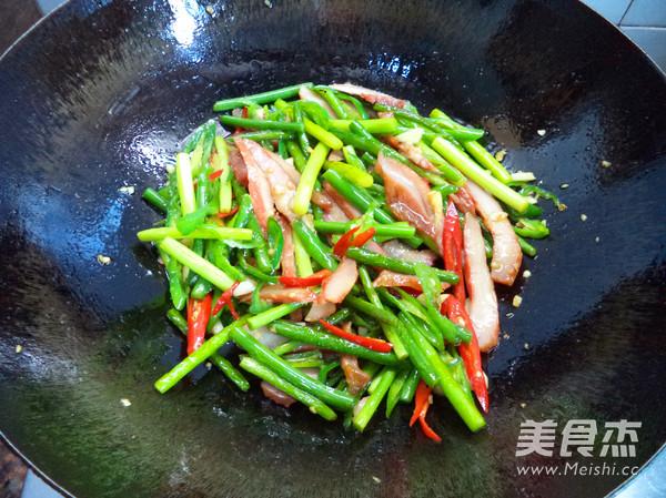 蒜苔炒猪颈肉的步骤