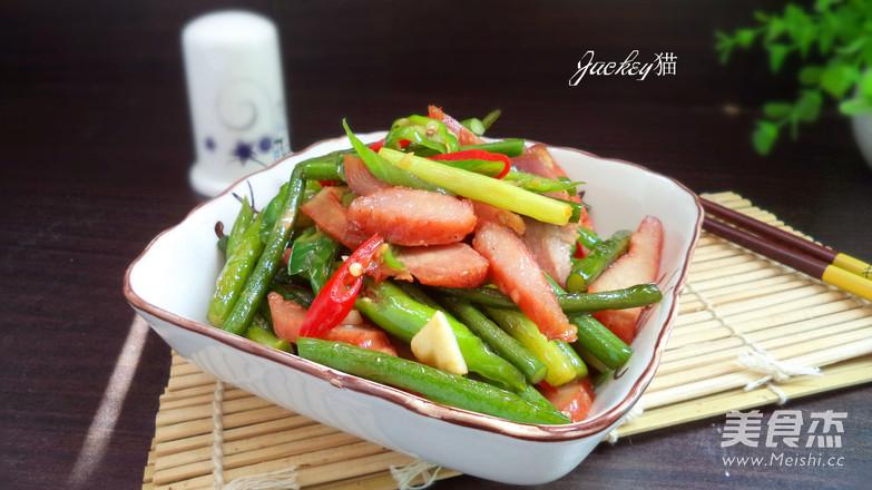 蒜苔炒猪颈肉成品图