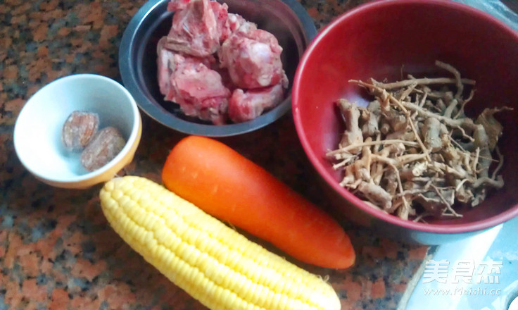 地骨皮玉米甘笋骨头汤的做法大全