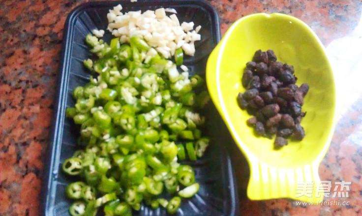 豆豉辣椒炒黄豆的简单做法