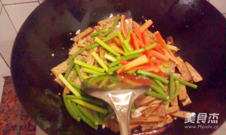 蒜苔炒香干的简单做法