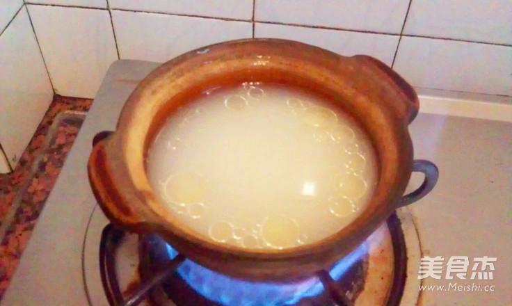 腊味窝蛋煲仔饭的家常做法