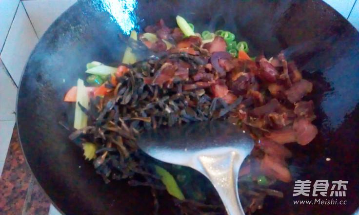 豇豆干炒腊肉怎么做