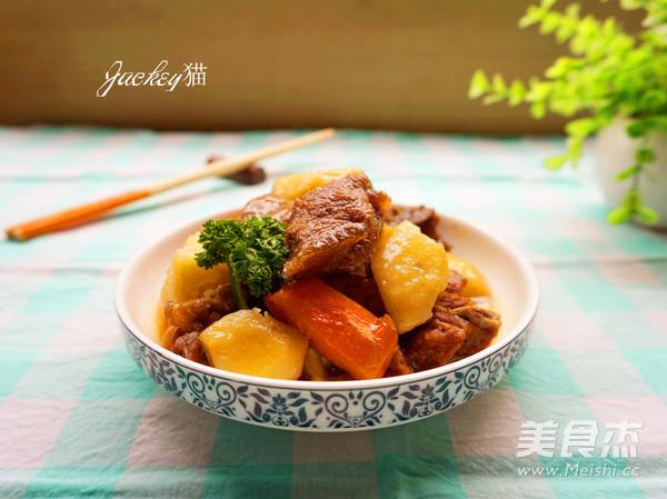 羊肉焖土豆成品图
