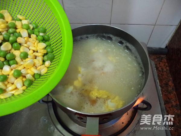 番茄豌豆鸡蛋浓汤的简单做法