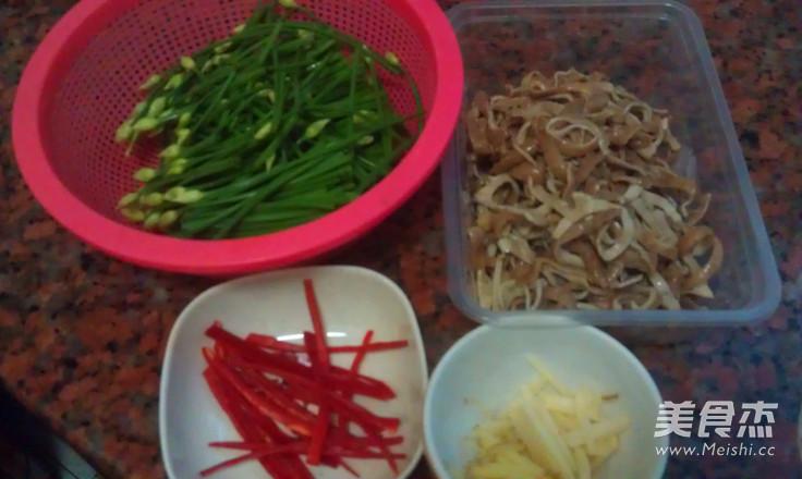 韭菜苔炒脆肠的做法大全