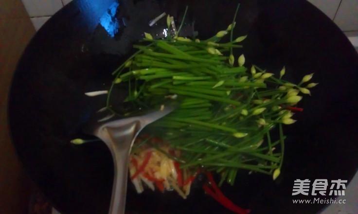 韭菜苔炒脆肠怎么吃