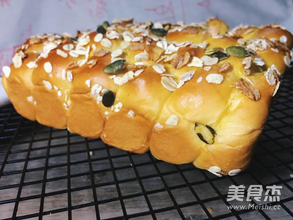 南瓜辫子面包成品图
