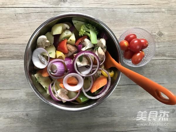 迷迭香杂蔬烤法式羊排的简单做法