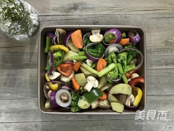 迷迭香杂蔬烤法式羊排怎么吃