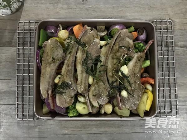 迷迭香杂蔬烤法式羊排怎样做