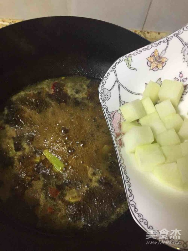牛肉炖萝卜的制作