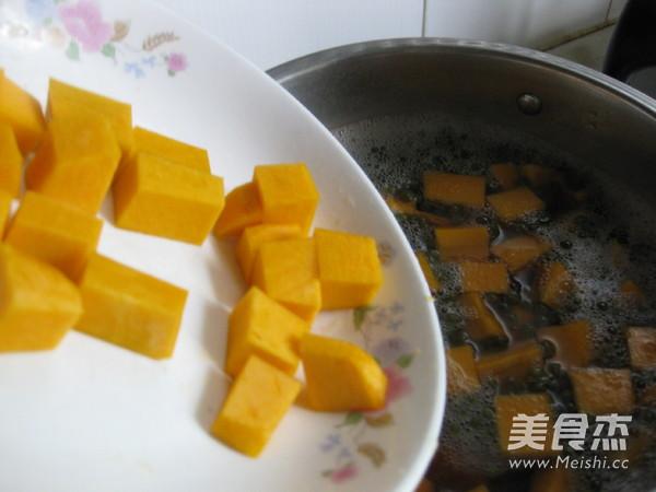 南瓜绿豆汤的步骤