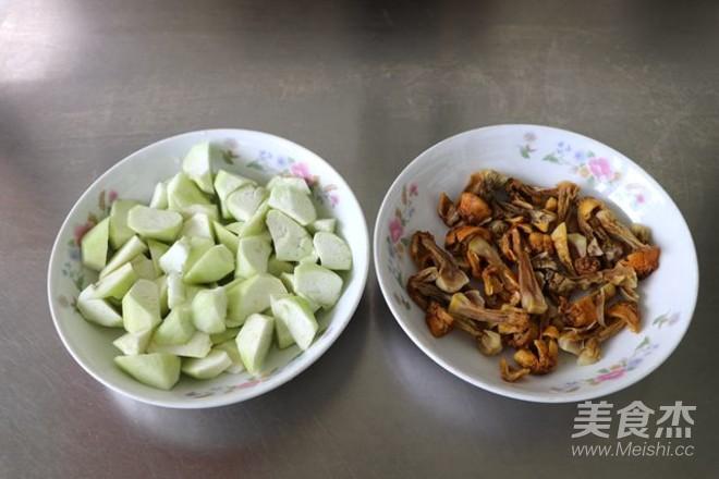姬松茸丝瓜豆腐汤的做法图解