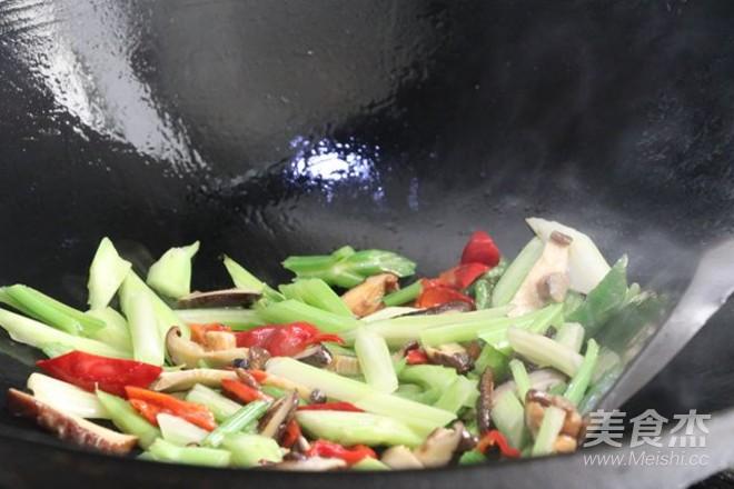 芹菜豆腐怎么吃