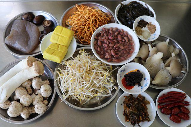 菌蔬豆腐香辣锅的做法大全