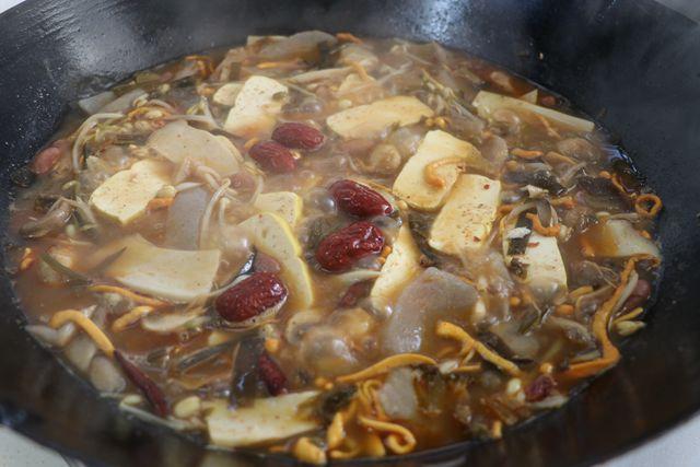 菌蔬豆腐香辣锅怎么炒