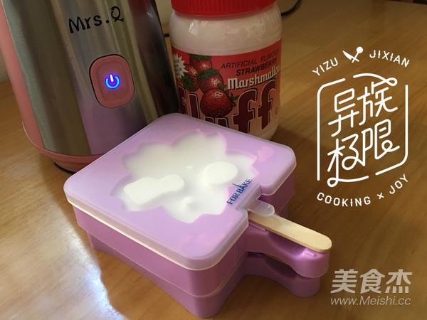 草莓味棉花糖冰棍的步骤