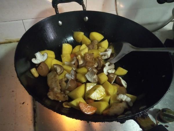 五花肉炖土豆的制作