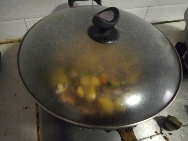 五花肉炖土豆的做法大全