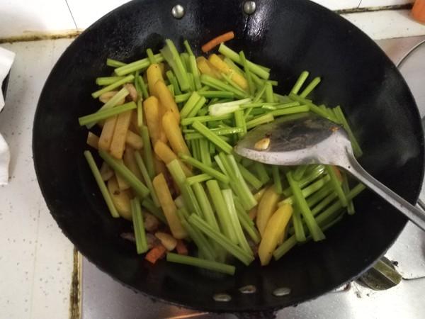 芹菜土豆条怎么煸