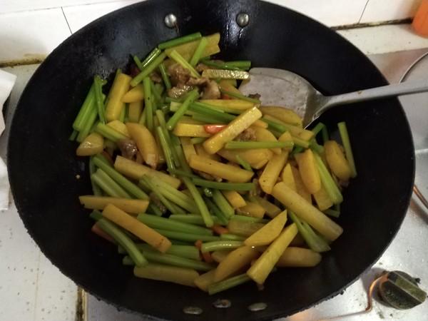 芹菜土豆条怎样煸