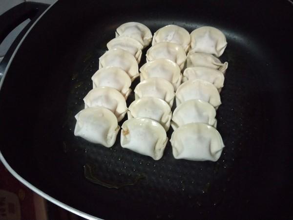 蛋包煎饺的简单做法