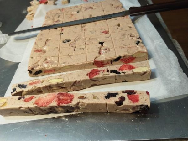 草莓什锦牛轧糖的步骤