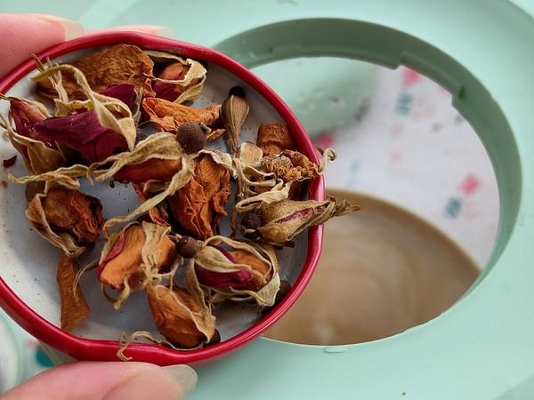 老姜黑糖玫瑰花茶的简单做法