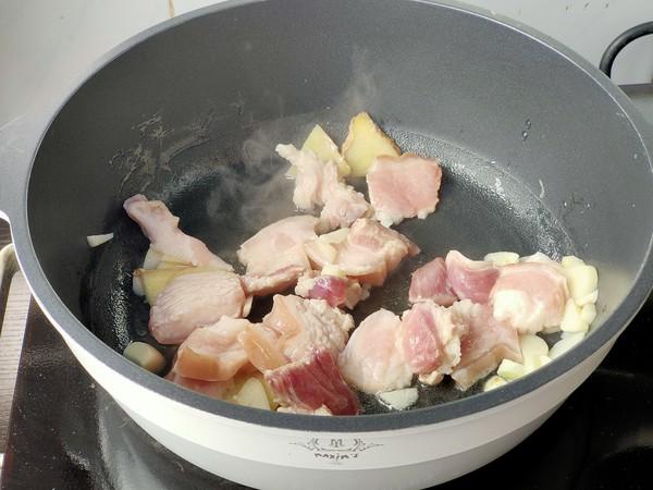 五花肉炖油豆的家常做法