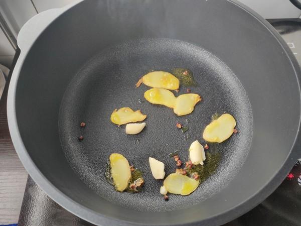 土豆香菇炖排骨的简单做法