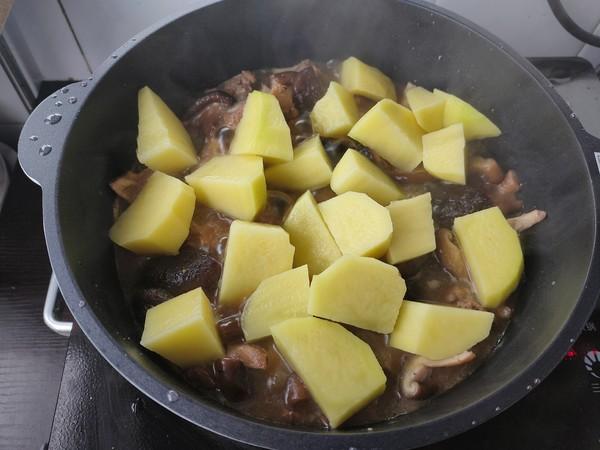 土豆香菇炖排骨怎么炖
