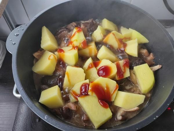 土豆香菇炖排骨怎么煸
