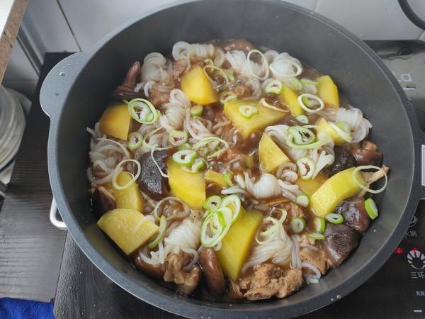 土豆香菇炖排骨怎样煸