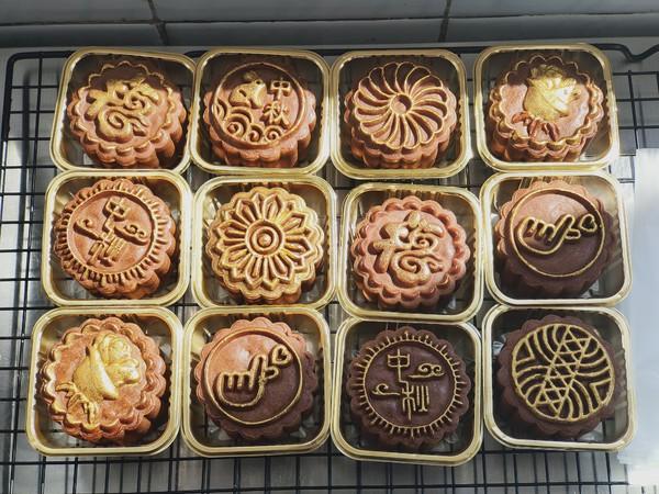 今年中秋月饼做什么?网红黑金五仁月饼教给你,高颜又好吃怎样做