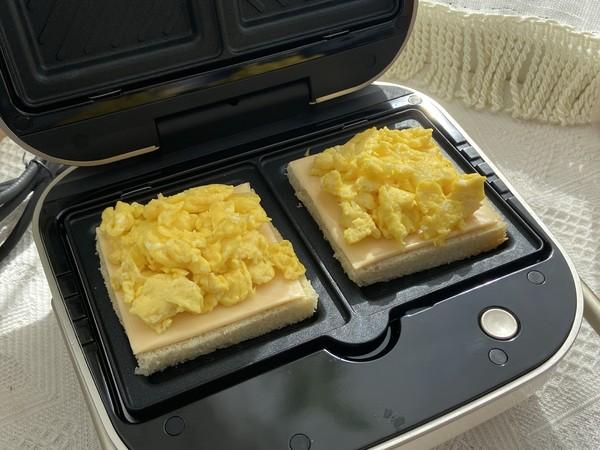 滑蛋芝士三明治,十分钟搞定的营养早餐怎么吃