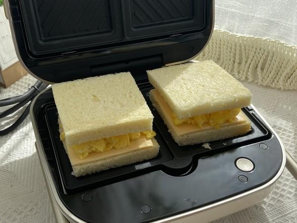 滑蛋芝士三明治,十分钟搞定的营养早餐怎么做