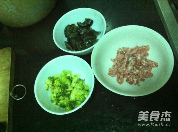 西兰花皮蛋瘦肉粥的做法图解