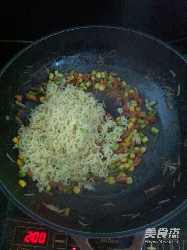 蔬菜炒方便面怎么做