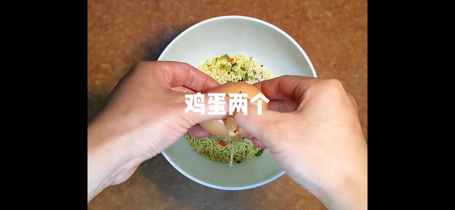 蛋煎面条饼的简单做法