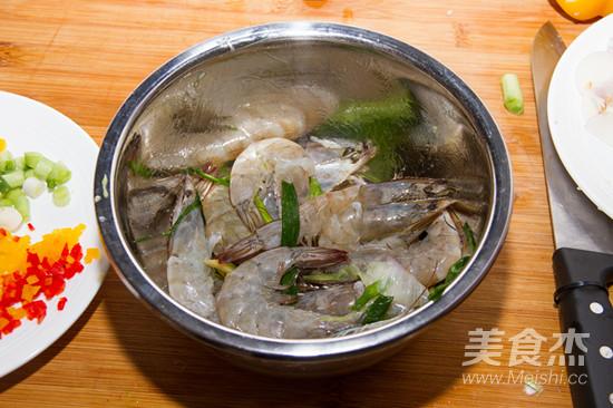 鲜辣椒爆炒白虾的家常做法