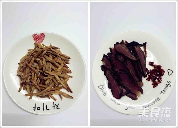 干辣椒腊肉炒黄花菜的做法大全