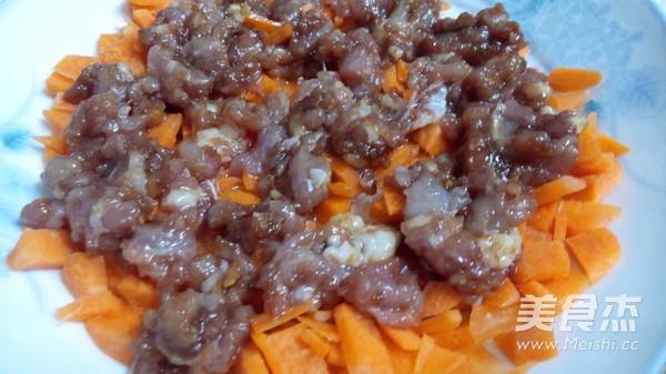 胡萝卜蒸肉饼的步骤
