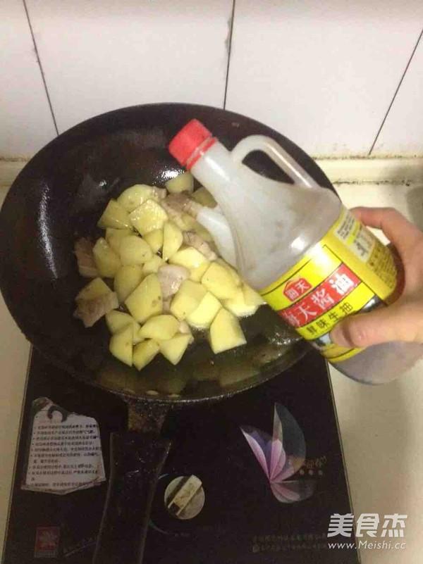 五花肉炖土豆四季豆怎么做