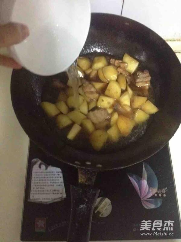 五花肉炖土豆四季豆怎么炒