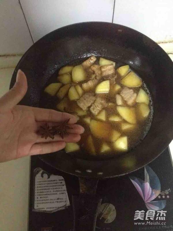 五花肉炖土豆四季豆怎么煮