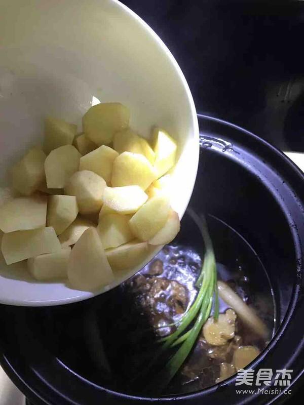 土豆牛腩怎样炖