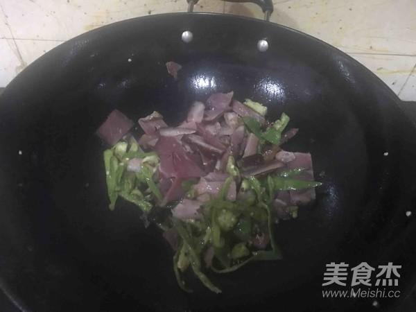 辣椒炒熏肉的简单做法